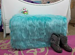 Diy Reupholster Ottoman by How To Reupholster An Ottoman With Faux Fur