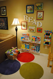 jeux de decoration de salon et de chambre front facing bookshelves book nook play room ideas