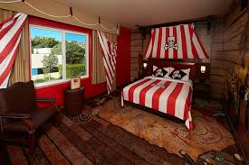 pirate themed room at legoland hotel themed rooms pinterest
