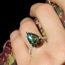 coloured diamonds rings images The allure of unusual coloured diamonds the jewellery editor jpg