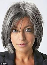 coupe pour cheveux gris 60 ans mi longs coiffure femme mi et longues