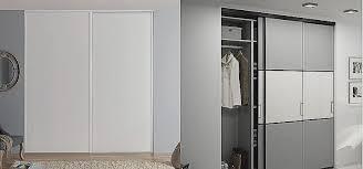 rideau placard chambre pose de porte de placard coulissante pour construire sa maison best