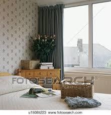 chambre en osier banque de photo osier stockage panier lit dans petit chambre
