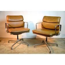 bureau eames paire de fauteuils de bureau charles et eames