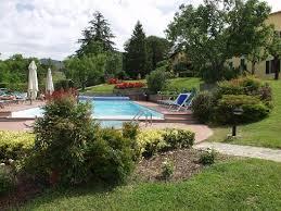 casa e giardino piscina e giardino foto di farmhouse residence casa italia