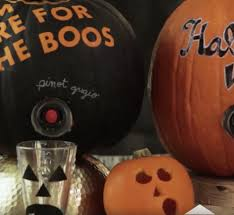 halloween pumpkin bag diy hallo wine is the perfect party favor for your halloween