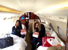 Khloe Kardashian Kitchen by Khloe Kardashian And Kourtney Kardashian Eat Popeyes On Their Jet