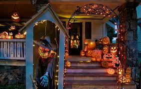 outdoor halloween decoration ideas scary house decor spiderweb and