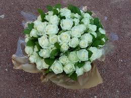 bouquet de fleurs roses blanches bouquet de roses blanches bouquet deuil fleurs livraison fleurs