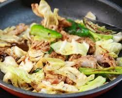 comment cuisiner du choux chinois poêlée de porc au gingembre soja et chou chinois cuisine az