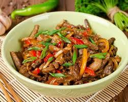 cuisiner au wok recette wok de bœuf aux poivrons et oignons