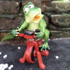 Frog Desk Accessories Trainer Ridding Bike Frog Figurines Green Frogs Resin Sculpture