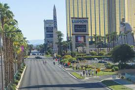 officials acted quickly to close strip after las vegas shooting