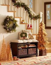 Entryway Decorating Ideas Pictures 23 Welcoming And Cozy Christmas Entryway Dcor Ideas Digsdigs