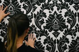 an expert u0027s guide hanging your own wallpaper