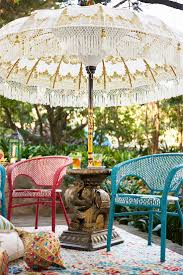 Patio Umbrella Table And Chairs by Best 25 Table Umbrella Ideas Only On Pinterest Barrel Table