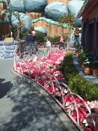 Valentine S Day Yard Decor by Disneyland Adds A Bit Of Heart To Valentine U0027s Day The Dis