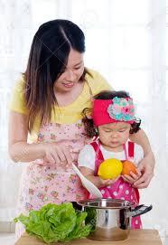 mere et fille cuisine asie mère et fille dans la cuisine banque d images et photos libres