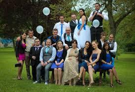 photo de groupe mariage le mariage thème cirque de lynda en bleu blanc et argenté