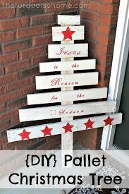 pallet christmas tree diy pallet christmas tree easy last minute christmas craft