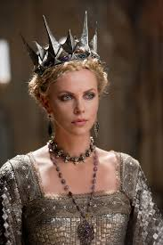 Effie Halloween Costumes Halloween Effie Trinket Queen Ravenna Thefashionspot