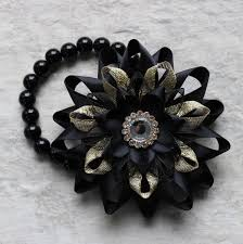Prom Corsages And Boutonnieres Prom Corsage And Boutonniere Black And Gold Corsage Wrist