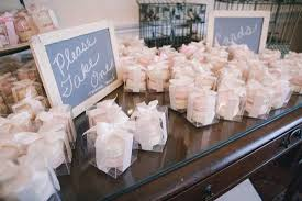 wedding favors for guests 45 wedding favors your guests will actually use 2133768 weddbook
