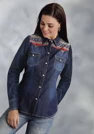 roper women u0027s denim aztec screen print long sleeve snap western shirt