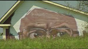 bernie sanders house in vermont vt woman commissions artist to paint giant bernie sanders face on barn