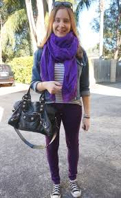 Skinny Jeans And Converse Away From Blue Easy Way To Wear Colourful Jeans In Winter