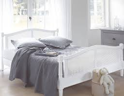 chambre en bois blanc chambre maison de valérie 15 photos