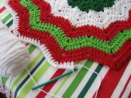 free christmas crochet patterns red u0026 white christmas tree skirt