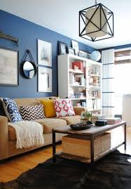 wandspiegel wohnzimmer wandspiegel rund wohnzimmer farben wandgestaltung blau farben