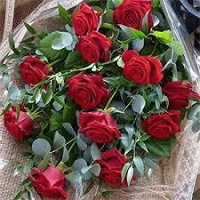 dozen roses traditional dozen roses the flower shed