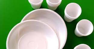 piatti e bicchieri di plastica colorati piatti e bicchieri di plastica dove si buttano