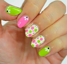 nails context pink and green