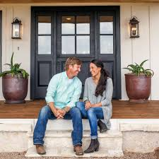 hgtv home makeover tv show news videos full episodes fixer upper ending with season 5 chip and joanna gaines bid a