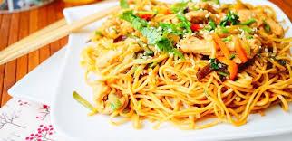 cuisine chinoise poulet nouilles chinoises au poulet aux légumes aux delices du palais