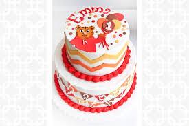 daniel tiger cake daniel tiger s neighborhood cake cakes bakes