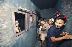halloween horror nights actors halloween performers u0027roughhoused u0027 by visitors todayonline