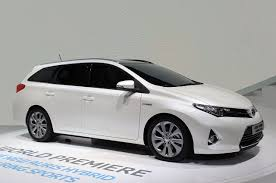 toyota new 2013 toyota auris hybrid paris 2012 photo gallery autoblog