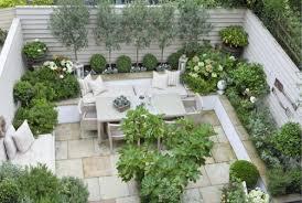 giardini interni casa un giardino dal sapore mediterraneo di arredamento e