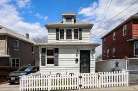 House Features 6 Staten Island Houses You Can Get For Less Than 500k Curbed Ny