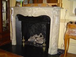decor cheminee salon faux marbre peintres décorateurs