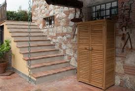 armadi in legno per esterni come costruire un armadio a muro in legno stunning prima di