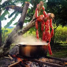 cuisine au feu de bois cuisine au feu de bois dans mafate la réunion paradis