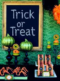 How To Decorate For Halloween In House by 10 Halloween Table Decorations U0026 Settings Hgtv