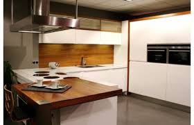 cuisine design blanche cuisine blanche et noyer get green design de maison