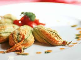 cuisiner fleur de courgette fleurs de courgettes farcies au fromage de chèvre facile recette