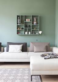 de mooie vergrijsd groene kleur cassave huis pinterest